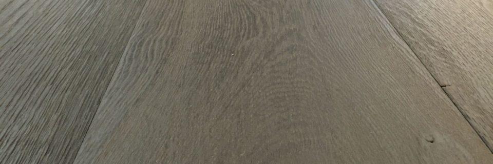 Geborstelde vloer voor robuust effect